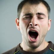 Gapen als één van de oefeningen tegen snurken
